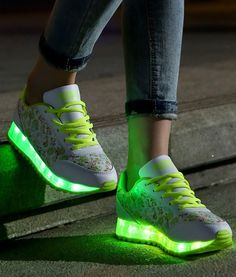 So bright and flash about the LED shoes,when I wear it in light,I can feel many persons are interest in my shoes.Ha-ha, so cool about the mood !