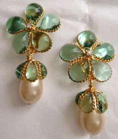 **STUNNING**VINTAGE CHANEL 96P PALE GREEN GRIPOIX GLASS PEARL DANGLING EARRINGS