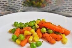 Saftig, frisch und gesund - so einfach wird das Rezept für Mischgemüse im Dampfgarer zubereitet. Carrots, Vegetables, Food, Chef Recipes, Vegetable Medley, Cooking Vegetables, Glutenfree, Essen, Carrot