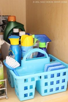 Remodeling Kitchen Sink Dollar store under sink kitchen organization - Check out these 15 dollar store organizing hacks to organize your whole house on a budget. Simple DIY organizing projects and tips to organize everything! Dollar Store Hacks, Astuces Dollar Store, Dollar Store Bins, Dollar Stores, Under Kitchen Sink Organization, Kitchen Sink Caddy, Under Kitchen Sinks, Dollar Tree Organization, Kitchen Cabinets
