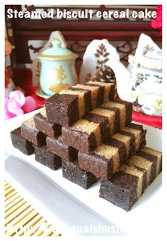 Steamed Biscuit Cereal Cake (饼干麦片蒸糕) Soda Crackers, Cream Crackers, Cake Cookies, Cupcake Cakes, Cupcakes, Steam Cake Recipe, Resep Cake, Layer Cake Recipes, Layer Cakes
