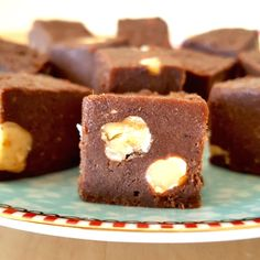 Looking for a healthy treat to satisfy a sweet tooth? Then try this plant-based, dairy-free, gluten-free, no-refined sugar fudge! #recipe #fudge #dairyfree #glutenfree #refinedsugarfree #protein #proteinpowder #soyaprotein @sobody