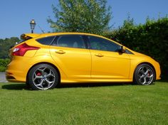 Ford has officially released the new Focus car with tagline 2013 Ford Focus ST. Designed with high engine performance with sporty exterior design and hi-tech interior design.