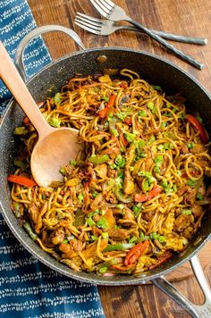 Syn Free Chicken Singapore Noodles Slimming World Delicious Syn Free Chicken Noodle Singapore - a curry flavored noodle dish that will become commonplace on your meal plan. Curry Recipes, Asian Recipes, Vegetarian Recipes, Healthy Recipes, Chinese Recipes, Diet Recipes, Weekly Recipes, Noodle Recipes, Healthy Options