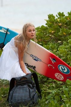 AnnaSophia Robb's upcoming film Soul Surfer has a new trailer out.