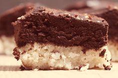 La torta cioccolato e cocco è soffice e morbida e coniuga al suo interno i sapori alla perfezione esaltandoli. Ecco la ricetta