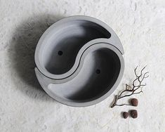 **Please note this item is for one side of the Yin Yang, to make a complete Yin Yang, you will simply need to make 2 :) ** Reusable Silicone Mold Suitable for various uses such as: concrete, cement, resin, clay, pottery, plaster - Cute little Yin Yang pot mould - Great to use for