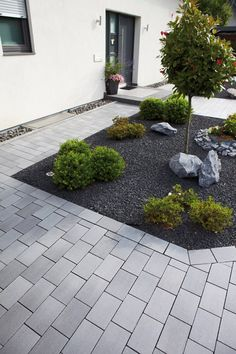 Belpasso with reddot Design Award Elegant Pf .- Belpasso mit ✔ reddot Design Award ✔ Elegante Pflastersteine und… Belpasso with ✔ reddot design award ✔ Elegant paving stones and slabs✔ brilliant shimmering surface✔ brilliant color nuances✔ - Front Yard Garden Design, Yard Design, Front Yard Landscaping, Garden Edging, Design Jardin, Garden Types, Paving Stones, Amazing Gardens, Outdoor Gardens