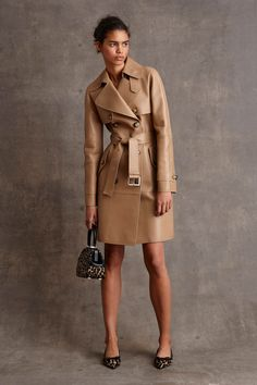 Michael Kors Pre-Fall by muses Baby Jane Holzer, Winona Ryder and Taylor Swift; Michael Kors updated classic staples for his label's pre-fall… Fashion Week, New York Fashion, Fashion Show, Fashion Design, Fashion Trends, Parisian Fashion, Fashion 2015, Womens Fashion, Fashion Images