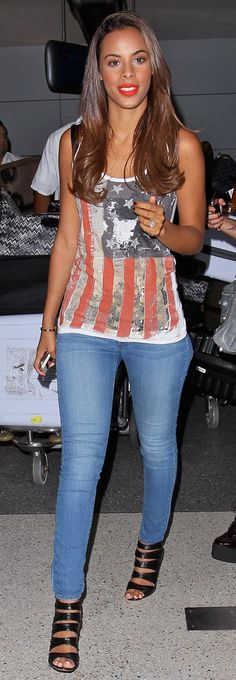 rochelle humes - Loving the print top and jeans in this look! Gorgeous.
