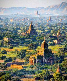 ကယနငနင မရင Não se compare com outras pessoas e conclua que elas são rudes.  Provérbio birmanês  Este provérbio é um encorajamento para que não se insista em maus hábitos ou más ações apenas por estar cercado por quem os praticam.  Foto: Antigos templos em Bagan Myanmar por @seckinyilmaz