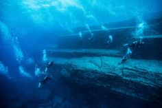 Yonaguni Monument, Japan The Yonaguni Monument was discovered in 1986 off the coast of Yonaguni, one of the Ryukyu Islands in Japan. Photos Sous-marines, Japan Beach, Japan Country, Scuba Diving Equipment, Visit Japan, Underwater World, Underwater Photography, Okinawa, Japan Travel