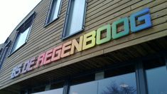 Speciale freesletters op full color print Sign Image, Neon Signs, Exterior, Prints, Color, Colour, Outdoor Rooms, Colors
