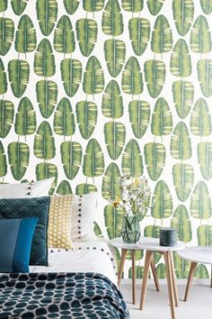 KWAI by Zoom // Palmis Greenery // The leaves reveal a delicate sketching that add dimension and depth. Some of the leaf stems and nerves are lustrous, which adds an ever-changing plafulness to the wallcovering. Zoom Wallpaper, Wallpaper Toilet, Laminate Flooring, Contemporary Interior, Interior Inspiration, Interior Decorating, Curtains, Design, Home Decor