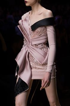 "athinglikethat: "" ""Atelier Versace F/W Haute Couture 2016.17 Details "" """