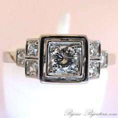 Bague ornée de 7 diamants de style art déco http://www.bijoux-bijouterie.com/bagues-diamants/2134-bague-de-style-art-deco-1581.html