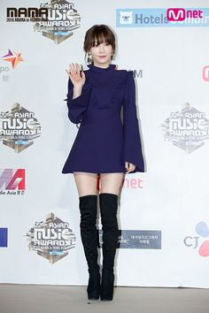 161202 Taeyeon at the red carpet of 2016 MAMA