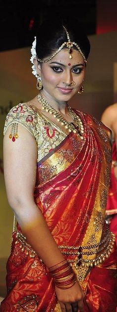 Sneha in Bridal saree at Swarovski Fashion show Rampwalk Indian Bridal Sarees, South Indian Sarees, South Indian Actress, Beautiful Indian Actress, Indian Dresses, Indian Outfits, Sneha Actress, Tamil Actress, Indische Sarees