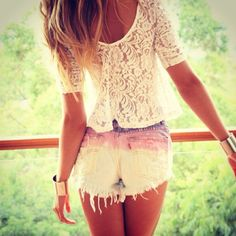 I love her outfit, especially the ombre shorts!