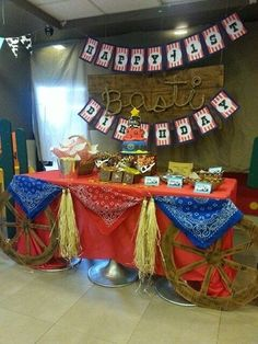 Center Table for a cowboy themed party--Wagon Wheels! Rodeo Party, Cowboy Theme Party, Cowboy Birthday Party, Horse Birthday, Horse Party, Farm Birthday, 1st Birthday Parties, Cowboy Party Centerpiece, Birthday Ideas