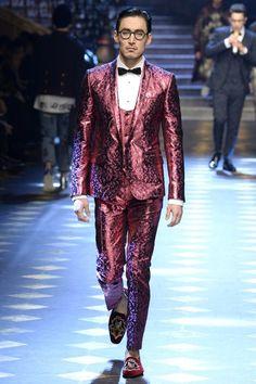 Dolce & Gabbana Fall 2017 Menswear Fashion Show Collection: See the complete Dolce & Gabbana Fall 2017 Menswear collection. Look 102 Milan Fashion, Couture Fashion, Runway Fashion, Fashion Show, Luxury Fashion, Men's Fashion, Skull Fashion, Fashion Weeks, Fashion Boots