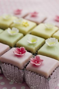 These pastel fondant fancies are so sweet!  I wonder what we'll see on the #GBBO final tonight!