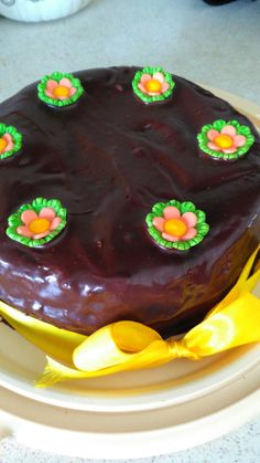 Bolo cenoura com cobertura de ganache de chocolate