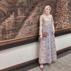 Model Dress brukat untuk lebaran 2020 – ND Dress Brukat, Hijab Dress Party, Hijab Style Dress, Kebaya Dress, Dress Pesta, Batik Dress, Dress Outfits, Dress Brokat Muslim, Dress Brokat Modern