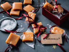 Hjemmelagde fløtekarameller Christmas Manger, Christmas Diy, Christmas Decorations, Cream Candy, Candy Recipes, Dairy, Sweets, Cheese, Cookies