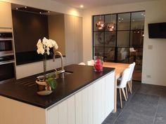 Schuifdeuren Kitchen Decor, Kitchen Inspirations, Kitchen Dinning Room, Sweet Home, Kitchen Interior, Home Kitchens, Interior, Home Deco, Country Kitchen