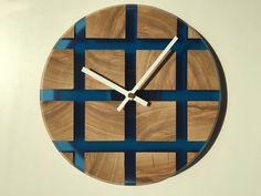 Wood Resin Table, Epoxy Resin Wood, Diy Clock, Clock Decor, Handmade Wall Clocks, Steampunk Furniture, Resin Furniture, Cool Clocks, Wall Clock Design