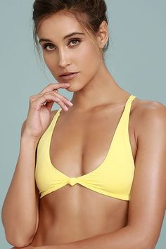 Palm trees, shades, and the Frankies Bikinis Malibu 2 Yellow Bikini Top make for the quintessential California dream! Sleek stretch knit forms this triangle bikini top with cute knotted accents and a tying, modified racerback.