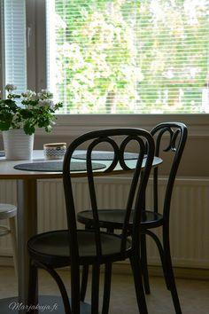 Kirppistelyä & tuoli dilemma - Lifestyle Blogi   www.marjakuja.fi Wishbone Chair, Poland, Lifestyle, Furniture, Home Decor, Decoration Home, Room Decor, Home Furnishings, Home Interior Design