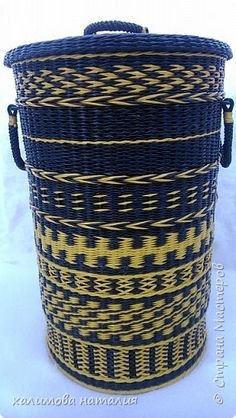 Поделка изделие Плетение Первая корзина Бумага газетная Трубочки бумажные фото 1