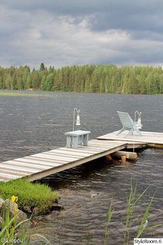 mökki,laituri,kesä,tuoli,lyhty Outdoor Spaces, Outdoor Decor, Living Styles, Boathouse, Cottage Living, Lake Life, Cabins, Sun Lounger, Seaside