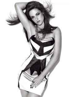 Kristen Stewart in Glamour Magazine. The magic of photography she looks amazing. And not an inch of awkward at all lol Kristen Stewart Fan, Kirsten Stewart, Glamour Uk, Glamour Magazine, Glamour Shoot, Nikki Reed, Sils Maria, Model Foto, Up Girl
