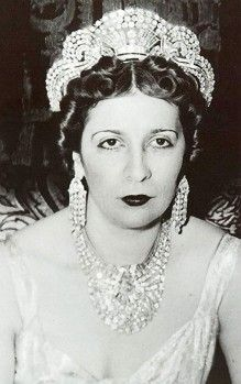 QUEEN NAZLI (1894-1978)   WEARING THE NECKLACE.