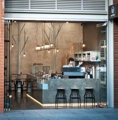 Pin Veredas Arquitetura --- www.veredas.arq.br---- Inspiração studioY a conçu Raw Trader, un bar tendance à Melbourne, au charme rustique et profondément moderne.