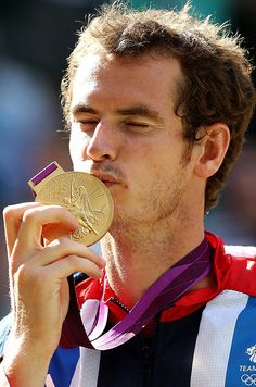 Andy Murray kisses his gold medal Murray Tennis, Davis Cup, Andy Murray, Winter Games, Latest Sports News, Wimbledon, Tennis Players, Olympians, Kisses