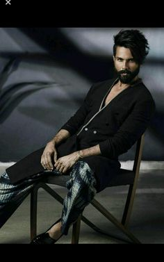 Shahid Kapoor has something very special to say on fatherhood. - Shahid Kapoor talks about how fatherhood has helped him evolve as a person - watch EXCLUSIVE video Photography Poses For Men, Fashion Photography, Motorcycle Photography, Designer Suits For Men, Morning People, Sitting Poses, Shahid Kapoor, Star Wars, Good Poses