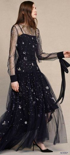 30 Ideas for fashion runway gowns beautiful dresses Runway Fashion, Trendy Fashion, High Fashion, Fashion Art, Couture Fashion, Fashion Styles, Fall Fashion, Fashion Ideas, Vintage Fashion