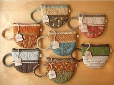 """tea cup zip pouch. near bottom, click on where it says """"clic,clic"""" for a printable pattern."""
