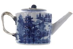 EARLY NINETEENTH-CENTURY ORIENTAL BLUE AND WHITE TEAPOT, CIRCA 1815/1820 of circular fluted form. (5 inches high)