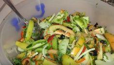Salată de gogonele, legume și verdeață pentru iarnă! - Sfaturi pentru casă și grădină Cobb Salad, Food, Essen, Meals, Yemek, Eten