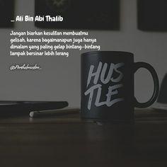"""4,467 Suka, 7 Komentar - #Perihalmuslim (@perihalmuslim_) di Instagram: """"بسم الله الرحمن الرحيم Tag selalu teman atau sahabat terbaikmu, semoga bermanfaat 🙏🏻 . . . .…"""" Quran Verses, Quran Quotes, Me Quotes, Qoutes, Reminder Quotes, Self Reminder, Ali Bin Abi Thalib, Funny Lockscreen, Islamic Quotes Wallpaper"""