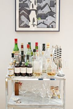 Dos and Don'ts: 7 Ways to Be The Perfect Party Guest