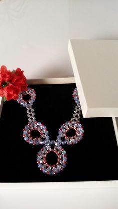 Schmuckset 6 bestehend aus Collier, Armband und Ohrringen, plus Schmucketui, Farbe Champagner im Format 18cm x 18 cm Erhältlich in meinem Etsy - Shop