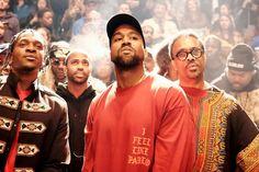 """O rapper e marido de Kim Kardashian apresentou ontem, 11 de fevereiro, sua coleção para Yeezy, marca de Kanye West patrocinada pela Adidas, no evento musical """"The Life of Pablo"""", que faz parte da semana de moda de Nova York, no Madison Square Garden. A coleção, que dividiu opiniões, foi assistida por mais de 20 milhões de pessoas pela internet. Confira! #KanyeWest #Yeezy #NYC #MadisonSquareGarden #KimKardashian #moda #modamasculina #modaparahomens #fashion #mensfashion #estilo #style"""