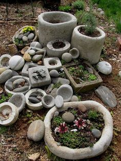 How to Make Hypertufa Garden Containers Concrete Crafts, Concrete Projects, Concrete Garden, Concrete Planters, Garden Planters, Outdoor Projects, Cement Patio, Garden Crafts, Garden Projects