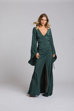 Looking for 'unbridesmaidy' bridesmaid dresses? We've rounded up the best places to find unique, alternative bridesmaid dresses, jumpsuits and separates. Alternative Bridesmaid Dresses, Bridesmaid Gowns, Bridesmaids, Rose Gown, Color Feel, Fall Skirts, Bodice, Bridal, Unique